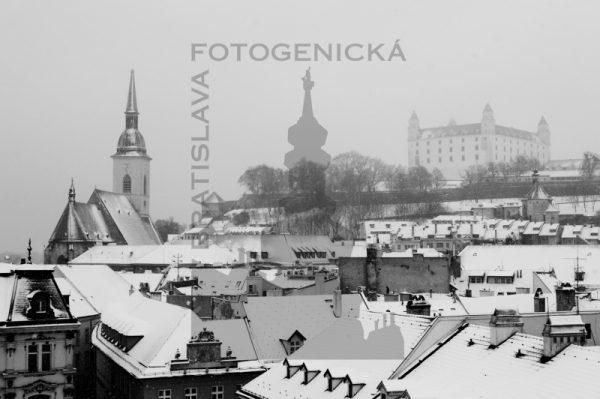 Bratislava. Strechy Starého mesta v zime