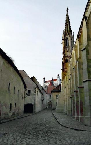 Bratislavska sedma patdesiata prva - Farska
