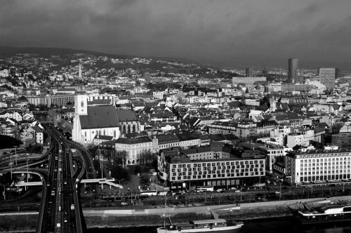 Bratislavska sedma patdesiata prva - Nad mestom